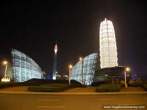 Le centre des affaires de Zhengdong, la nuit