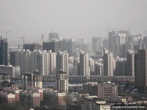 Une mer de gratte-ciels qui s'étend au delà du nouveau quartier de Zhengdong